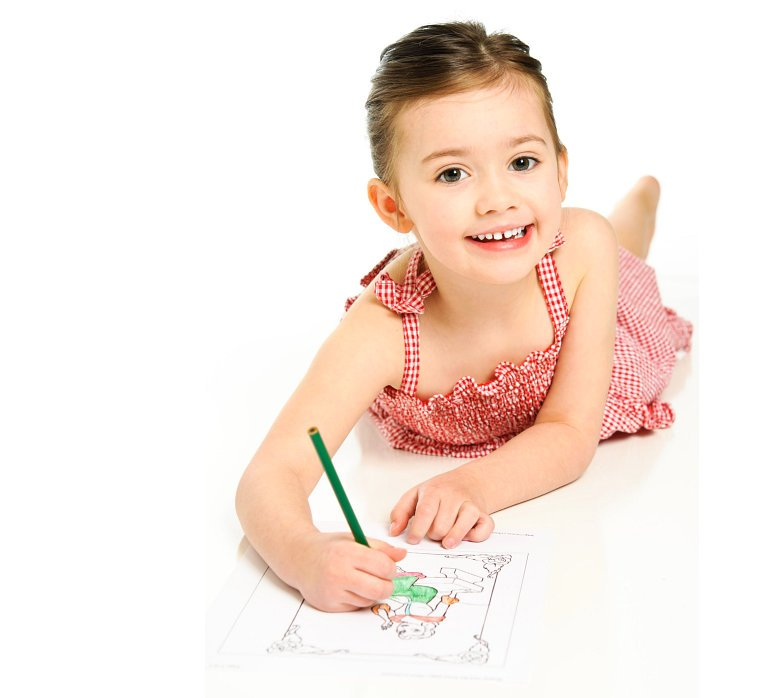 Girl coloring the drawing